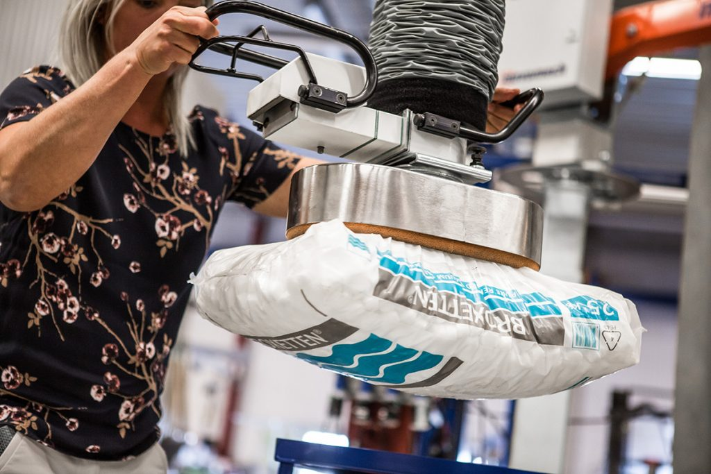 Sack Lifting with Movomech Overhead Vacuum Lifter